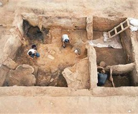 A mural has been discovered in Çatalhöyük and it could be the world's earliest warning sign, according to researchers. DHA photo