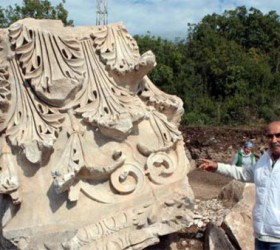 Archeologists have unearthed a 20-ton colossal Corinthian capital at the site of Kyzikos Hadrian Temple in Western Turkey. (Photo courtesy: Today's Zaman newspaper)